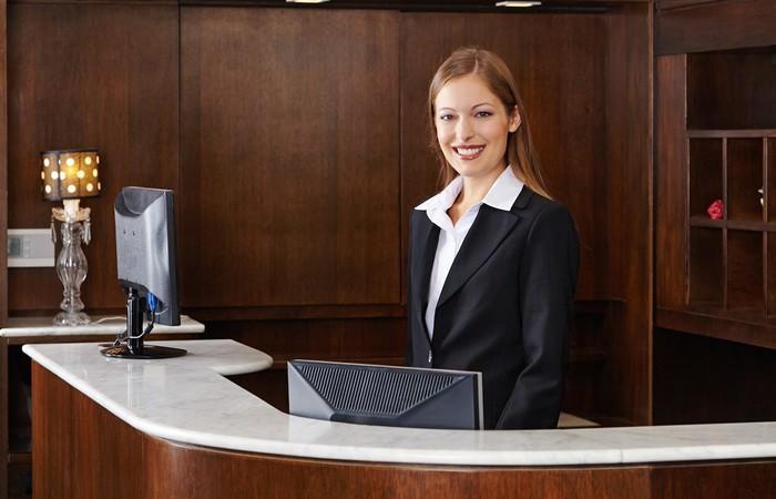 Portrait-robot du meilleur candidat pour un emploi de réceptionniste